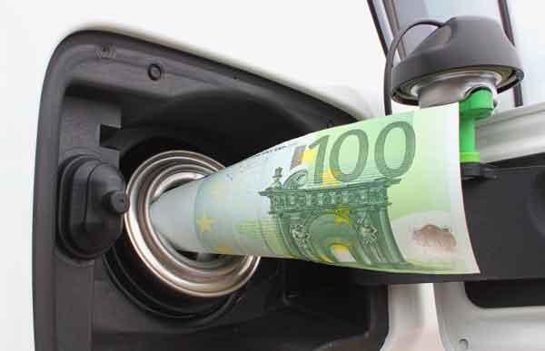 prezzi carburante in aumento